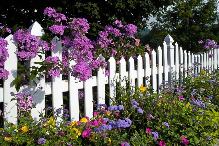 Houten Hekwerk Tuin : Hekwerk of schutting plaatsen de gemiddelde kosten werkspot