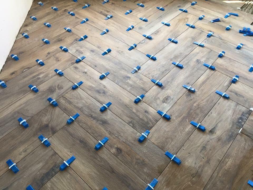 Woonkamer Vloer Tegelen Keramisch Parket Visgraat 20x120 55m2 Werkspot